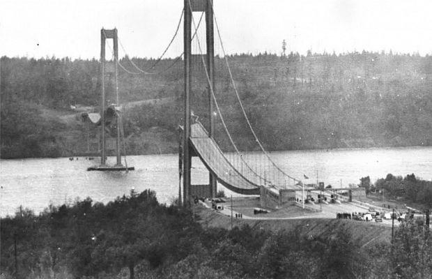 Такомский мост почти двухкилометровой длины был построен вСША, штате Вашингтон 1июля 1940 года, соединяя берега пролива Такома-Нэрроуз. Из-за неверного расчёта аэродинамического действия нагрузки непрошло игода, как мост рухнул. Вэтот момент нанём находился лишь один автомобилист, успевший выбраться измашины испастись— авот его собака погибла.