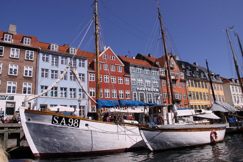 Et billede, der indeholder båd, himmel, udendørs, vand Automatisk genereret beskrivelse