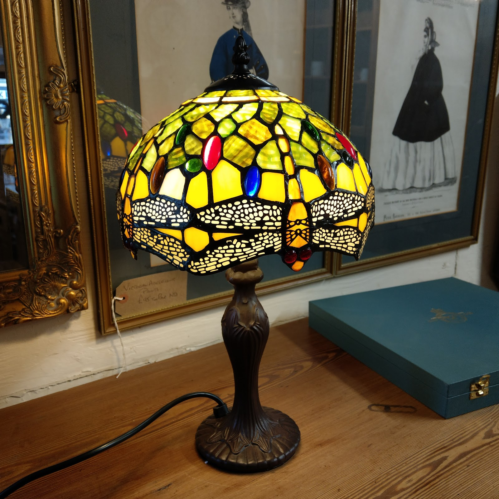 Lampu 'Tiffany' - source: tobysreclamation.com