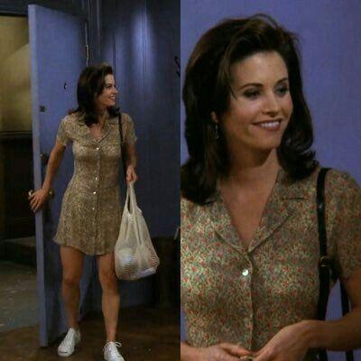 מוניקה לובשת שמלה ונעלי סניקרס בסדרה חברים בנטפליקס