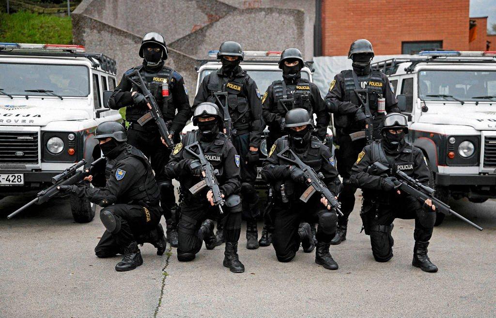 Применение оружия полицией-9