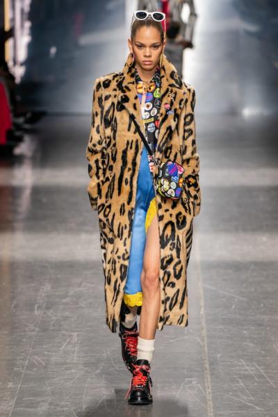 Por mais que seja uma fashion week voltada ao público masculino, Kaia  Gerber, Bella Hadid, Emily Ratajkowski e Adut Akech riscaram a catwalk ao  lado de ... 947d97b7b1