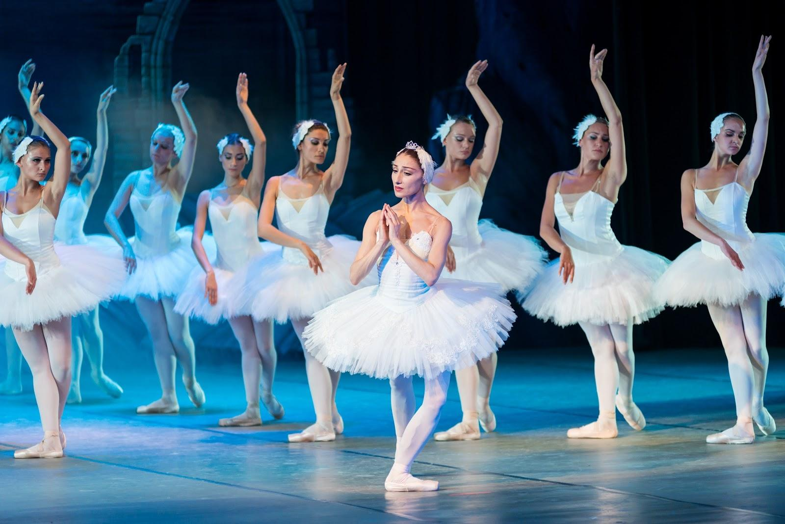 show ballet on the theater stage