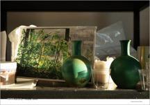 실내, 테이블, 카운터, 앉아있는이(가) 표시된 사진  자동 생성된 설명
