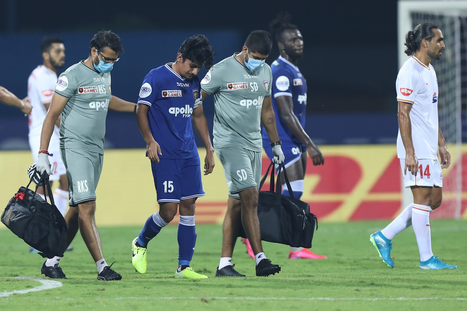 Anirudh Thapa being taken off against Bengaluru FC (Image Credit: Indian Super League)