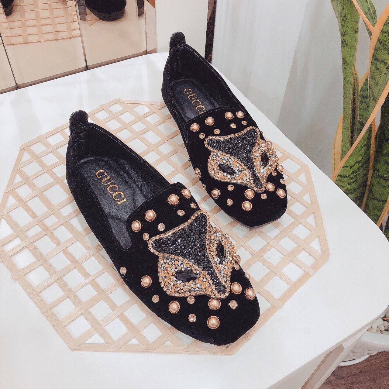Những đôi giày đến từ thương hiệu lớn luôn thu hút phái đẹp