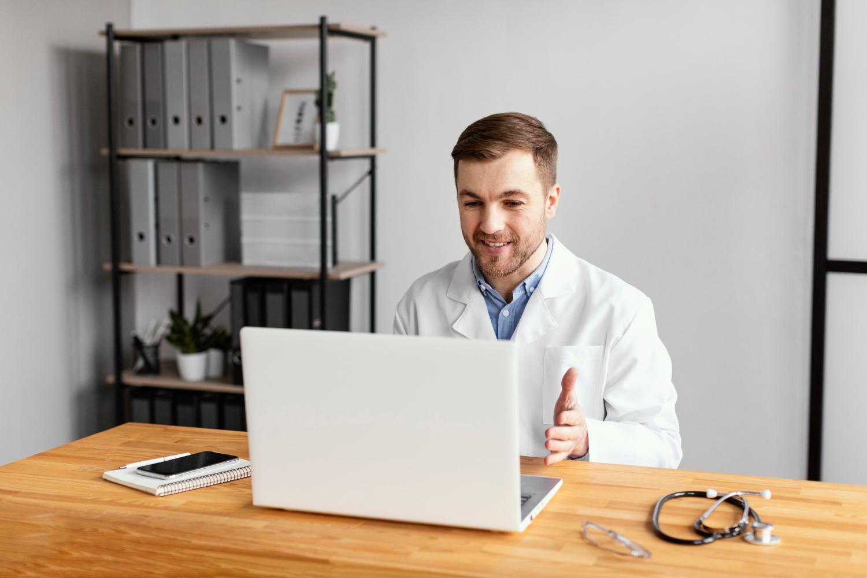 Apenas 12% dos participantes relataram o uso da telemedicina como forma de se consultar com um médico (Fonte: Freepik)