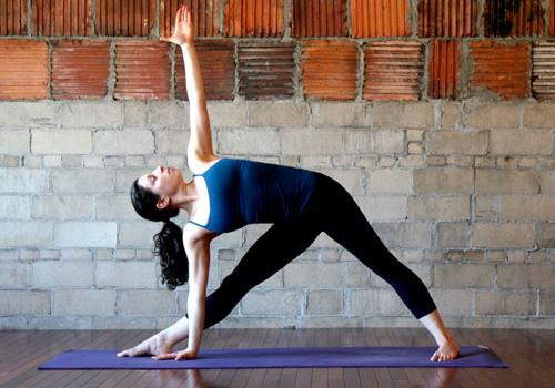 http://www.remediespoint.com/wp-content/uploads/2011/10/Trikonasana-Benefits-in-healthy-stretching-of-thighs-calves-muscles.jpg