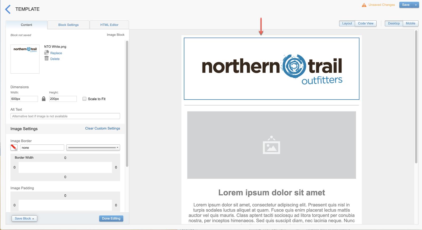 Capture d'écran montrant la disposition du modèle d'e-mail après l'ajout du logo NorthernTrailOutfitters au bloc de contenu supérieur.