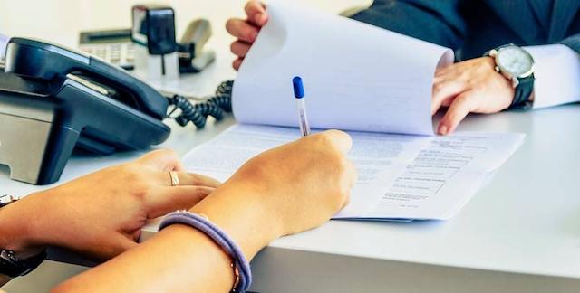 Các bạn nên đọc kỹ các điều khoản trong hợp đồng mua bán màng nhiệt trước khi ký