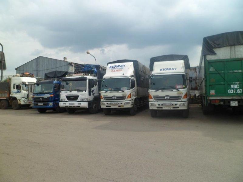 Đội xe tải vận chuyển hàng đi Đồng Hới