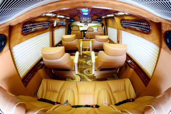 Dàn nội thất đầy tiện nghi của dòng xe Limousine đi Quảng Ninh