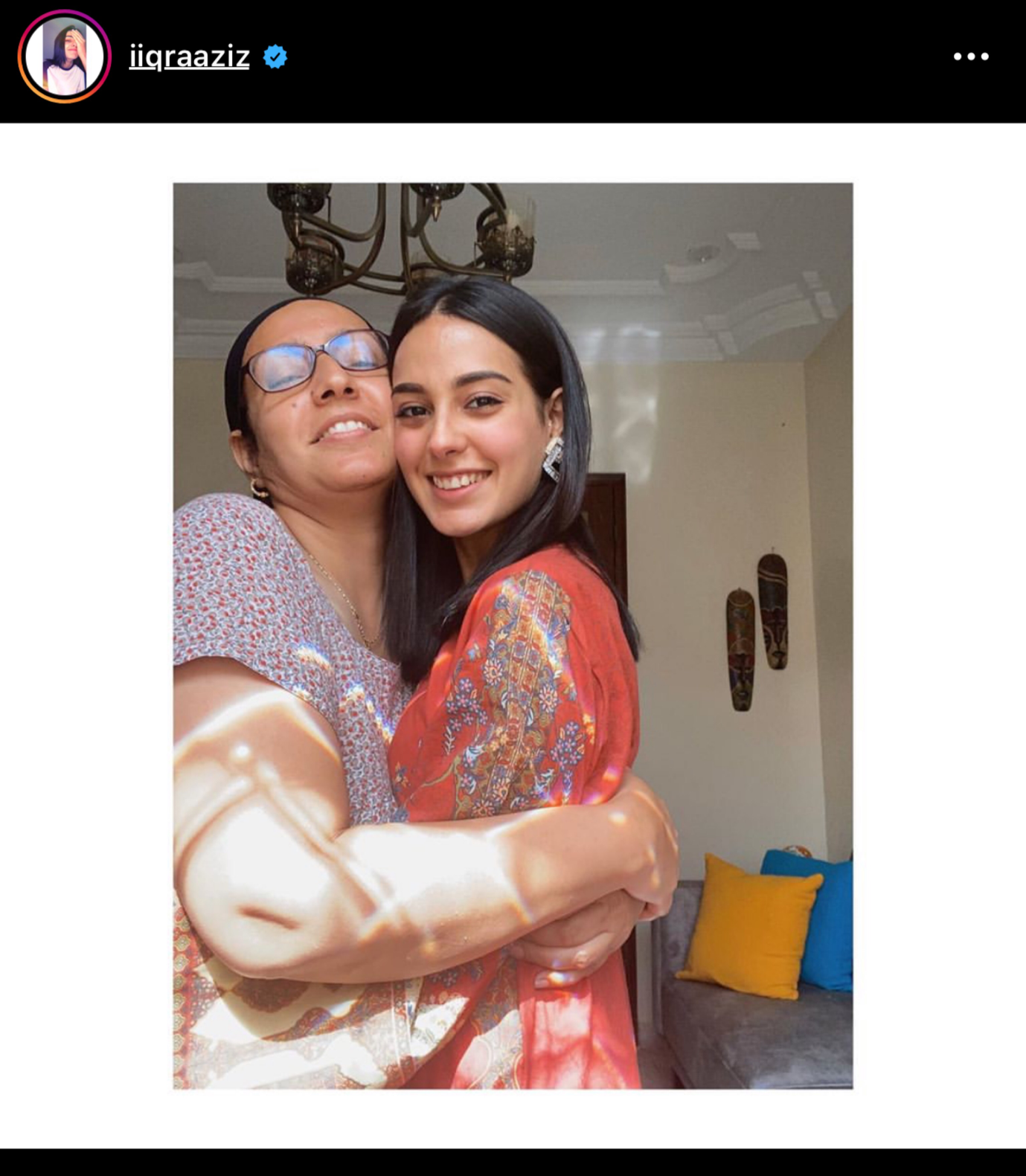 Iqra Aziz with her Mother