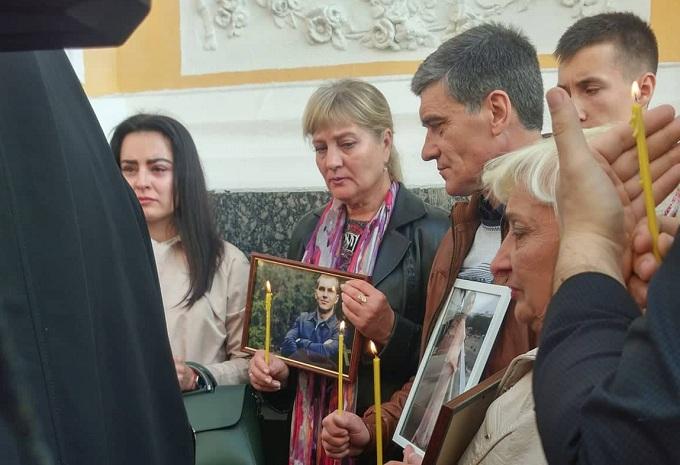 Фото: На место трагедии сегодня пришли пострадавшие и родственники жертв