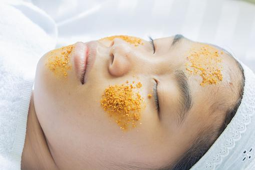 https://media.istockphoto.com/photos/turmeric-facial-massage-and-tamarind-ingredients-picture-id1148995569?b=1&k=6&m=1148995569&s=170667a&w=0&h=1PO5kJnPJECt-APQIRlw1zdavUY76j32zKhiUna9g14=