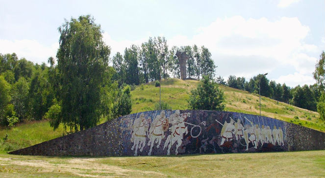 Zbudowany w 1972 roku pomnik bitwy pod Cedynią fot. WikipediaccDramburg.