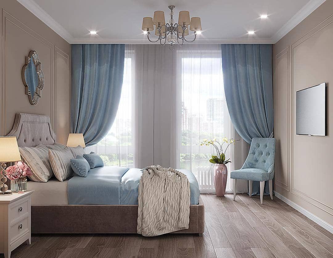 Nội thất màu kem chủ đạo với điểm nhấn là rèm và chăn màu xanh da trời