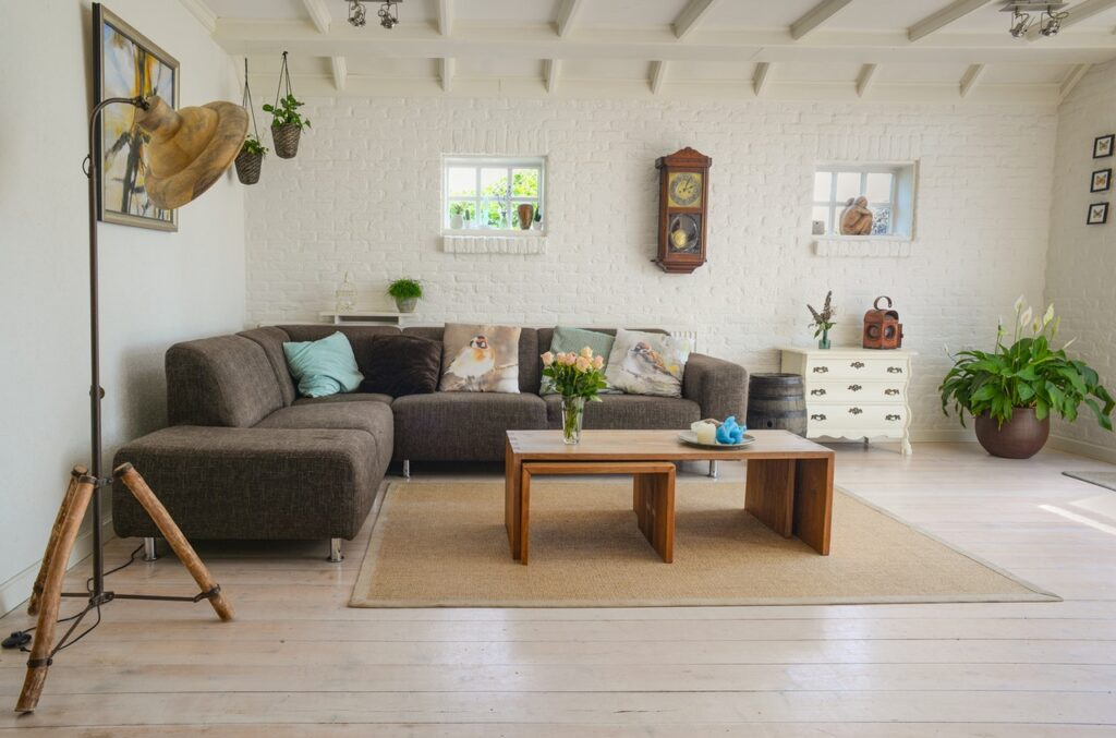how to decorate a living room with a sectional couch