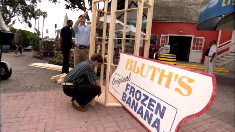 Screenshot of the Bluth Banana Stand being rebuilt