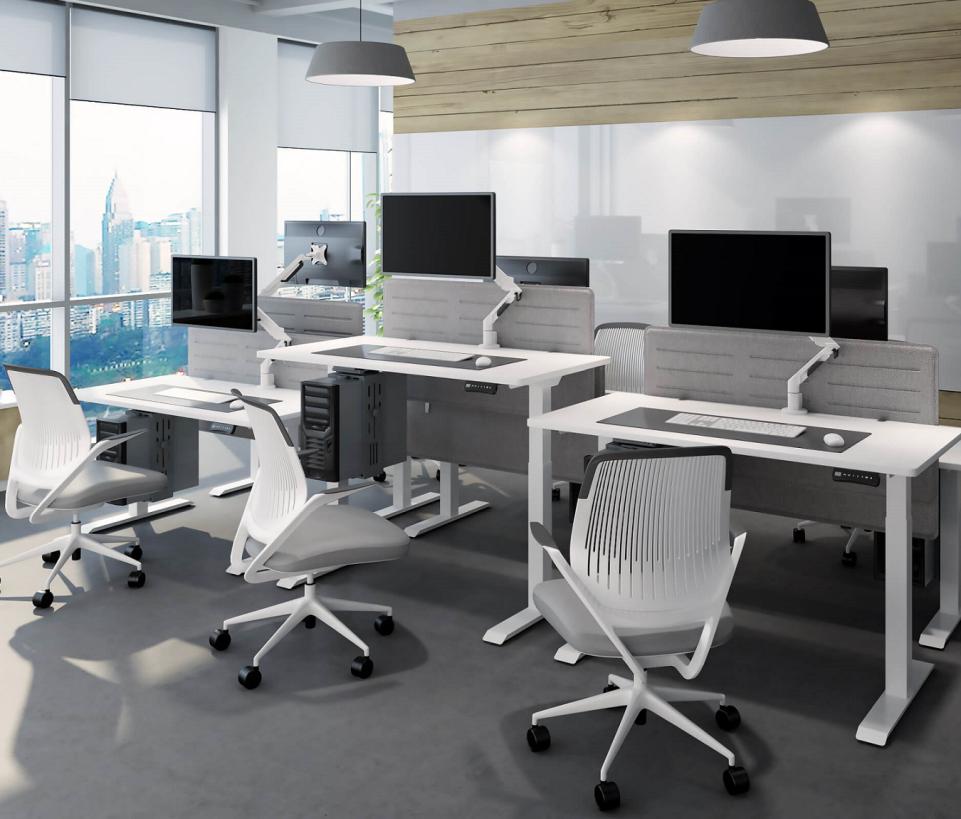 biurka podnoszone elektrycznie białe do pracy przy komputerze w aranżacji biurowej