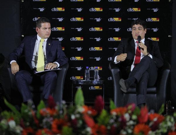Fabricio Alvarado fue el que salió más regañado por doña Pilar y Carlos Alvarado era el más aplomado con sus respuestas. Foto Jeffrey Zamora