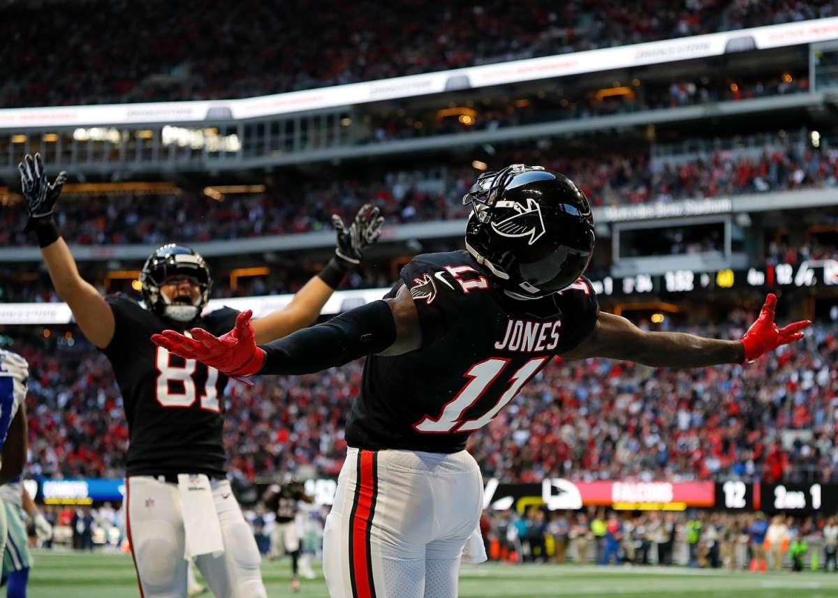 Wide Receiver của Atlanta Falcons , Julio Jones đang tận hưởng chiến thắng