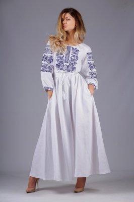 5d289b66d36dfe Вона легко вписується в колорит великого міста, бо це – універсальний одяг.  Все більше дівчат та жінок бажають купити вишите плаття, ...