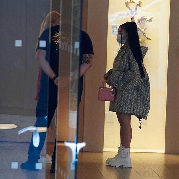 Team qua đường tóm gọn BLACKPINK hẹn hò hot TikToker ở Mỹ, Rosé diện đầm đỏ khoe body căng đét đánh bật thánh body Jennie - Ảnh 3.