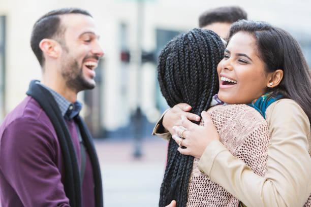 Bạn nên gặp gỡ gia đình cùng bạn bè của vợ sắp cưới