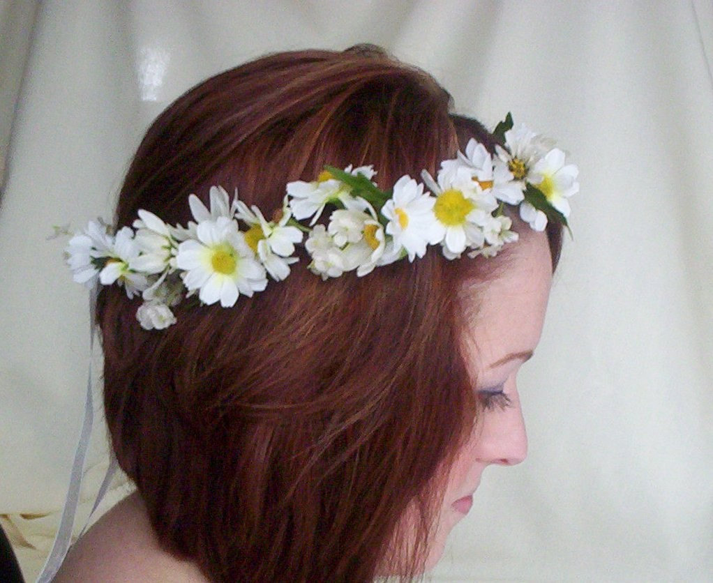 Beautiful Crowns To Consider With Perfect Bridal Hairstyles
