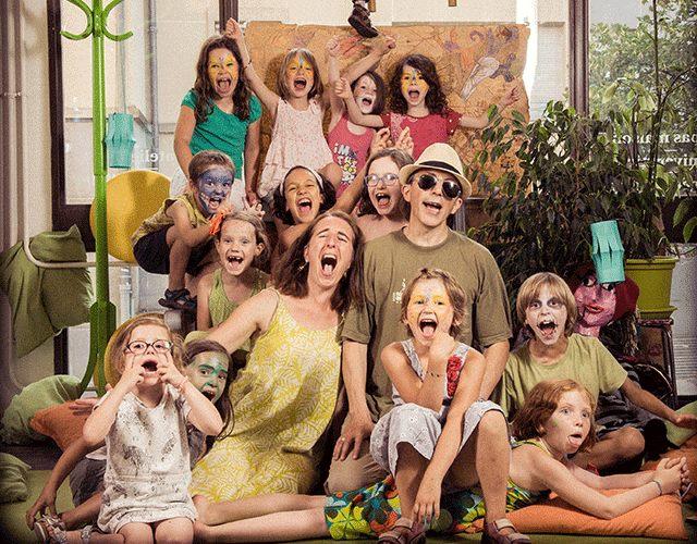 La Ka'Fête ô Mômes propose des ateliers pour enfants, des soirées familiales à thème, une organisation d'anniversaires, une garderie périscolaire...