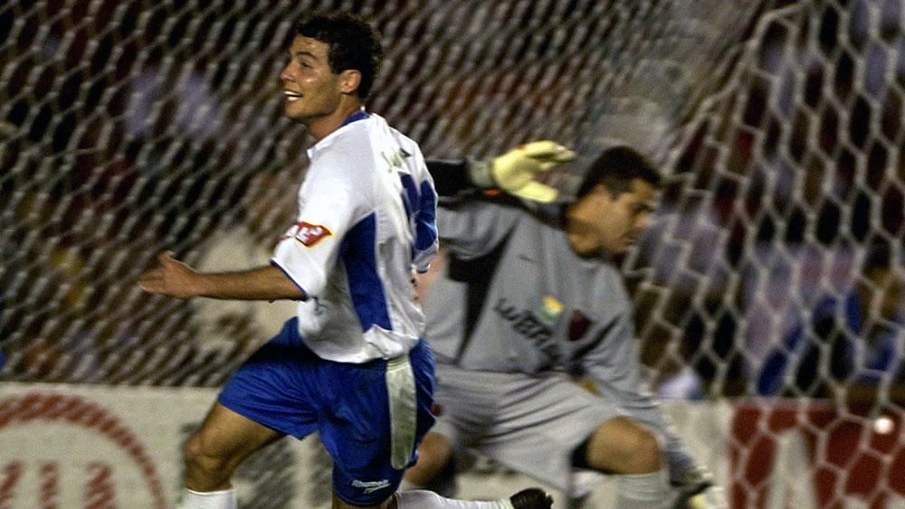 Elvis faz o gol do título contra o Flamengo na Copa do Brasil 2004