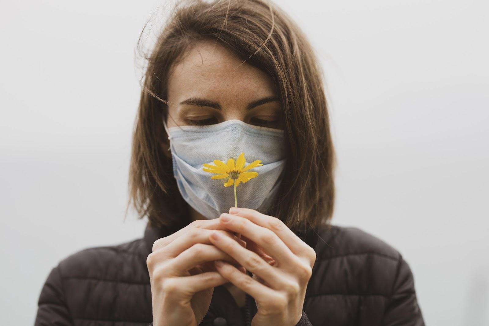 Perda de olfato é sequela recorrente em recuperados de covid-19.
