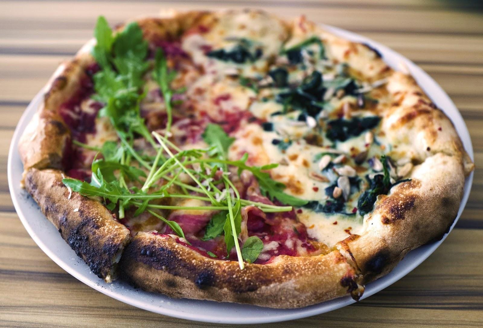f-pizza-L1110796.jpg