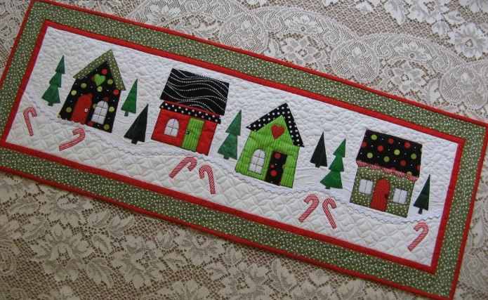 Quilted Table Runner: Christmas Houses