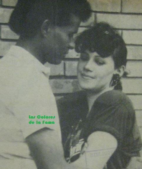 Foto en blanco y negro de un hombre y una mujer  Descripción generada automáticamente con confianza media