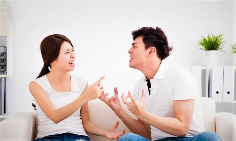 Chỉ vì những chuyện nhỏ nhặt mà cả hai thường xuyên cãi nhau thì nghĩa là không hợp nhau.