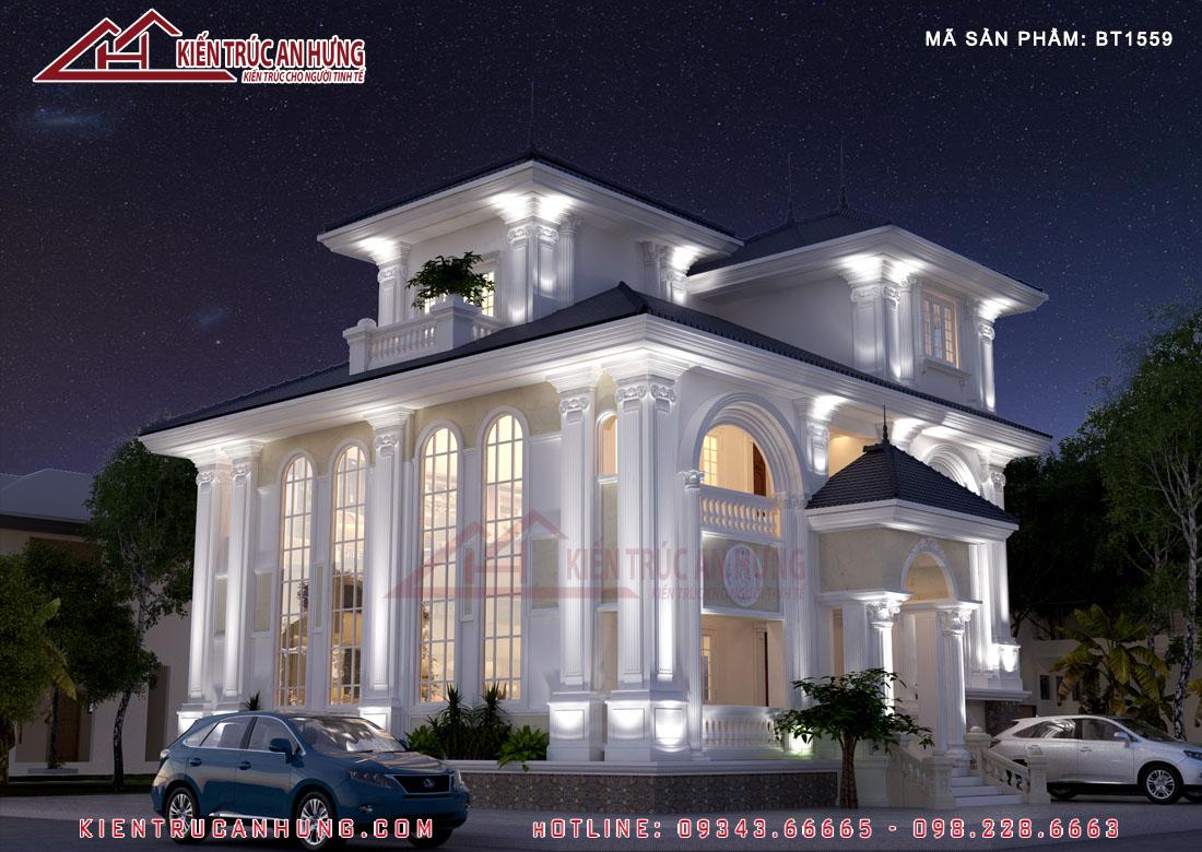 Căn biệt thự 3 tầng sử dụng các khung kính dạng vòm lớn tạo ra góc view thoáng cho phòng khách và phòng ăn phía trong