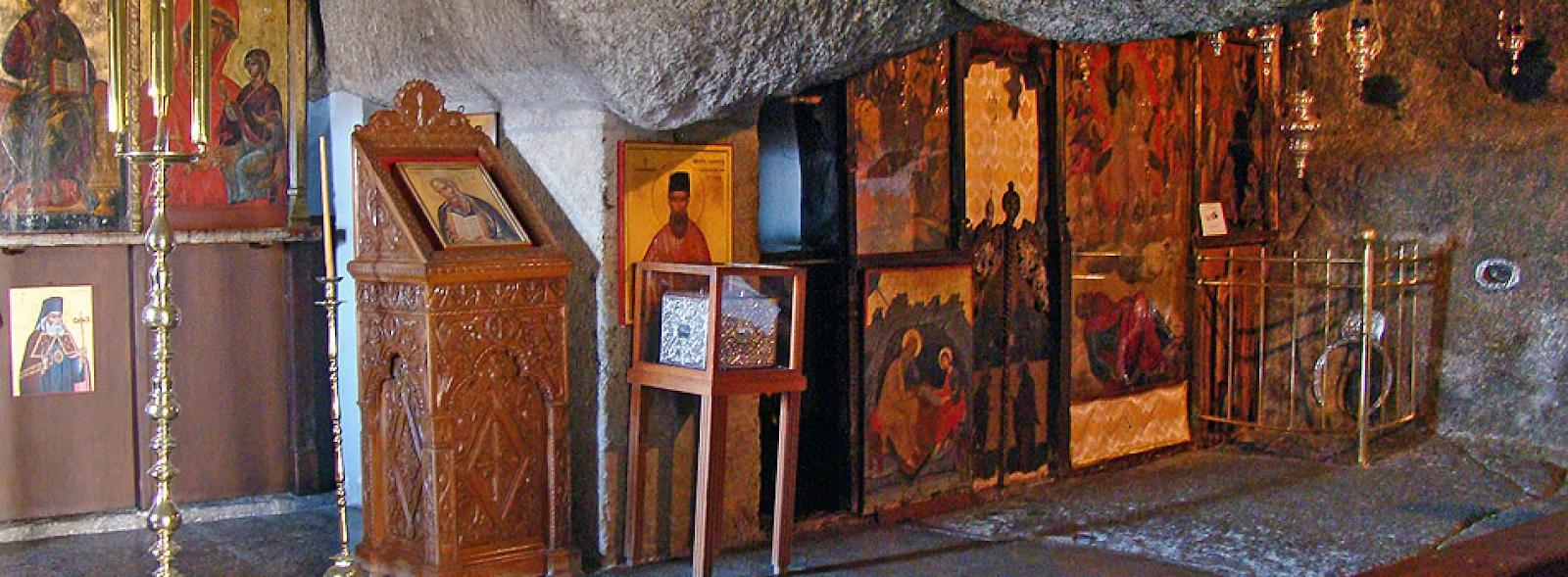 Bên trong hang động nơi Sách Khải Huyền được viết
