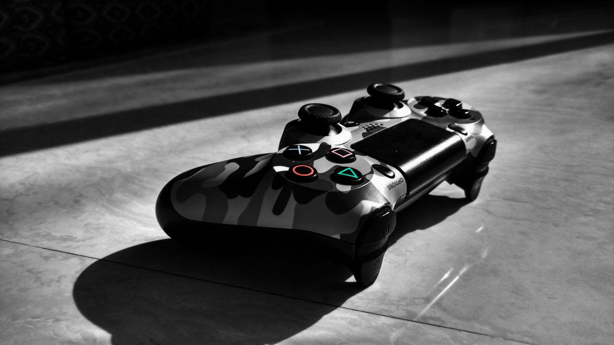 Wireless DualShock 4 controller with a gray camouflage skin