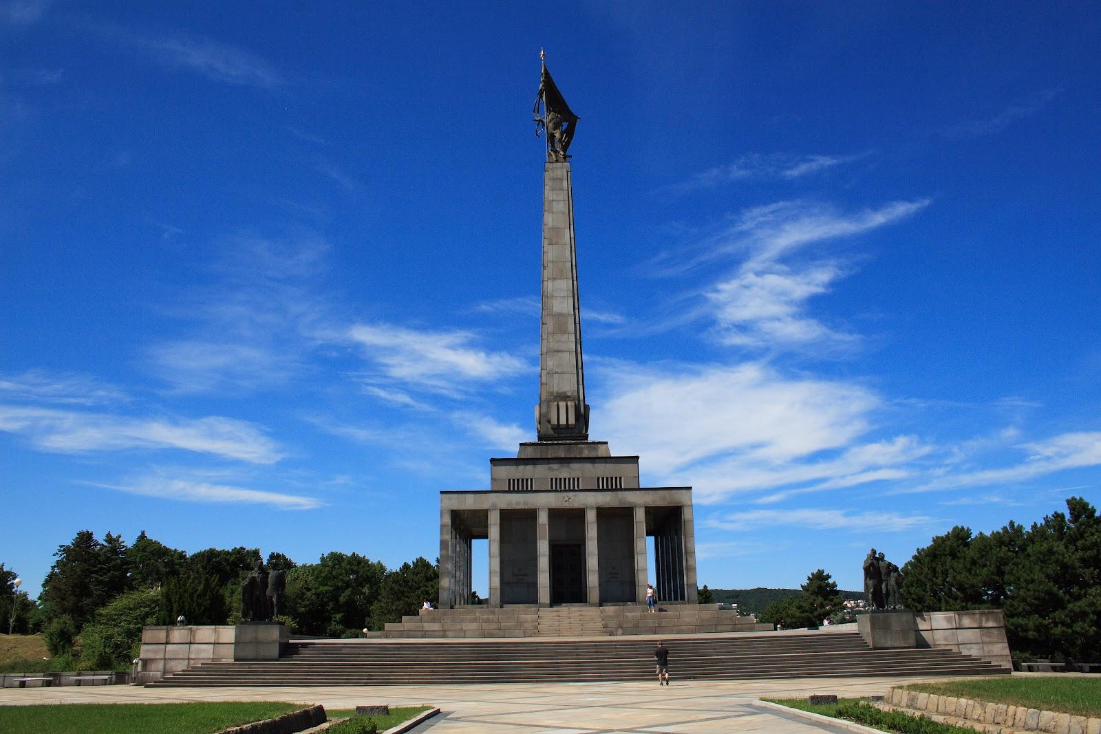 Slavin_memorial,_Bratislava.jpg