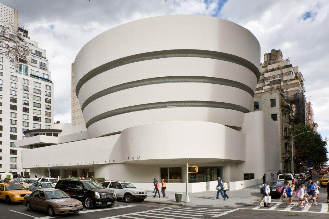 Eksterior museum seni rupa Guggenheim karya Wright - source: guggenheim.org