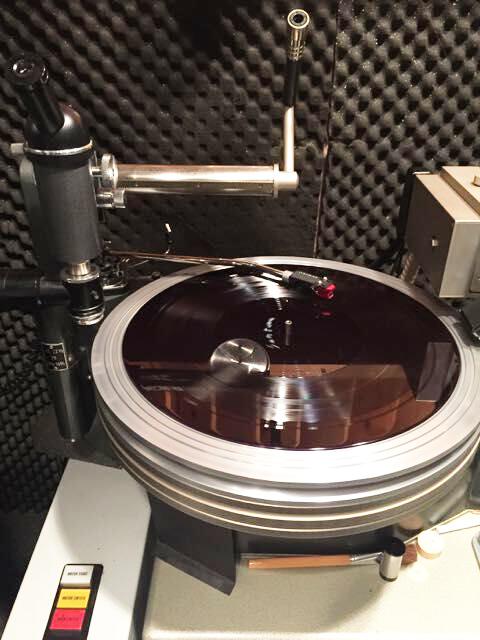 Le composé vinylique unique des disques vinyle MoFi permet de créer des sillons plus nets, pour une écoute plus claire et dénuée de craquements.