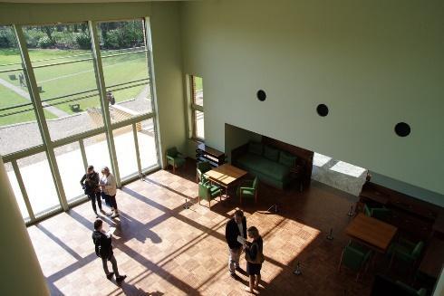 Une image contenant intérieur, plancher, mur, vivant  Description générée automatiquement