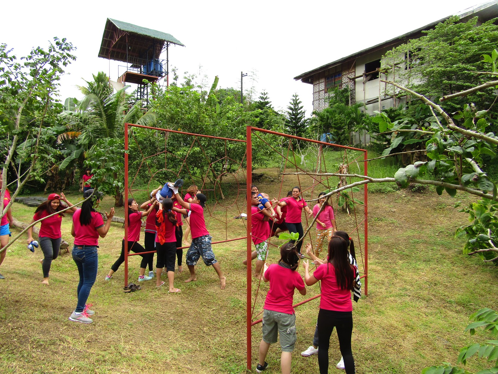 12 Outdoor Team Building Activity Ideas That Will Challenge