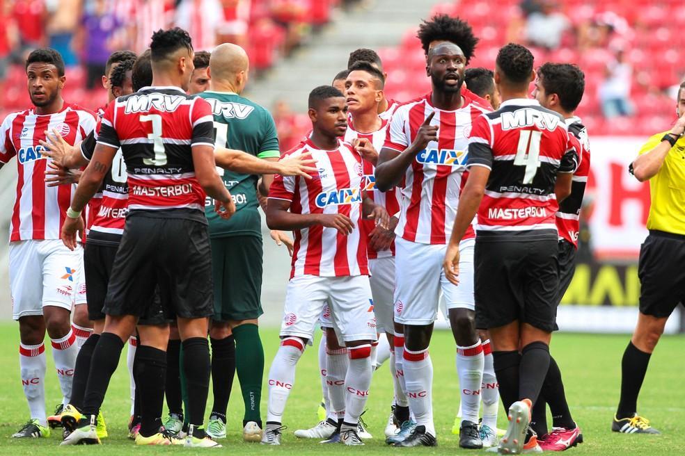 Náutico e Santa Cruz entram em campo na Arena de Pernambuco neste sábado (Foto: Marlon Costa (Pernambuco Press))
