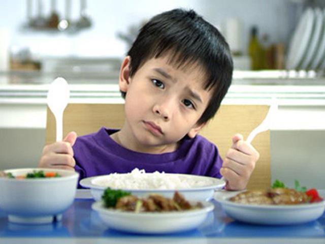 Trẻ biếng ăn sẽ ảnh hưởng trực tiếp đến sự phát triển của thể lực và trí lực