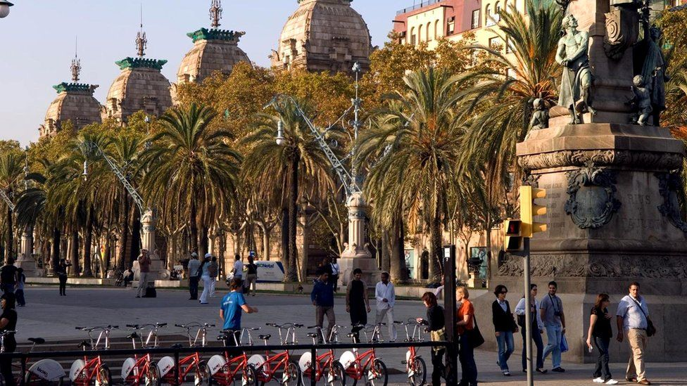 Жизнь в испанских городах так устроена, что люди тут предпочитают пешие и велосипедные прогулки