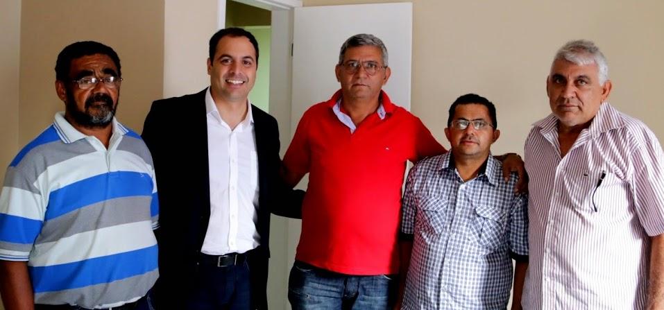 Ex-prefeito de Moreilândia filiado ao PTB declara voto em Paulo Câmara. Agreste News Revista.