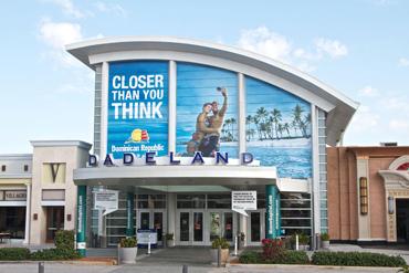 http://dadelanddirectory.com/wp-content/uploads/2014/08/dadeland-mall-011.jpg